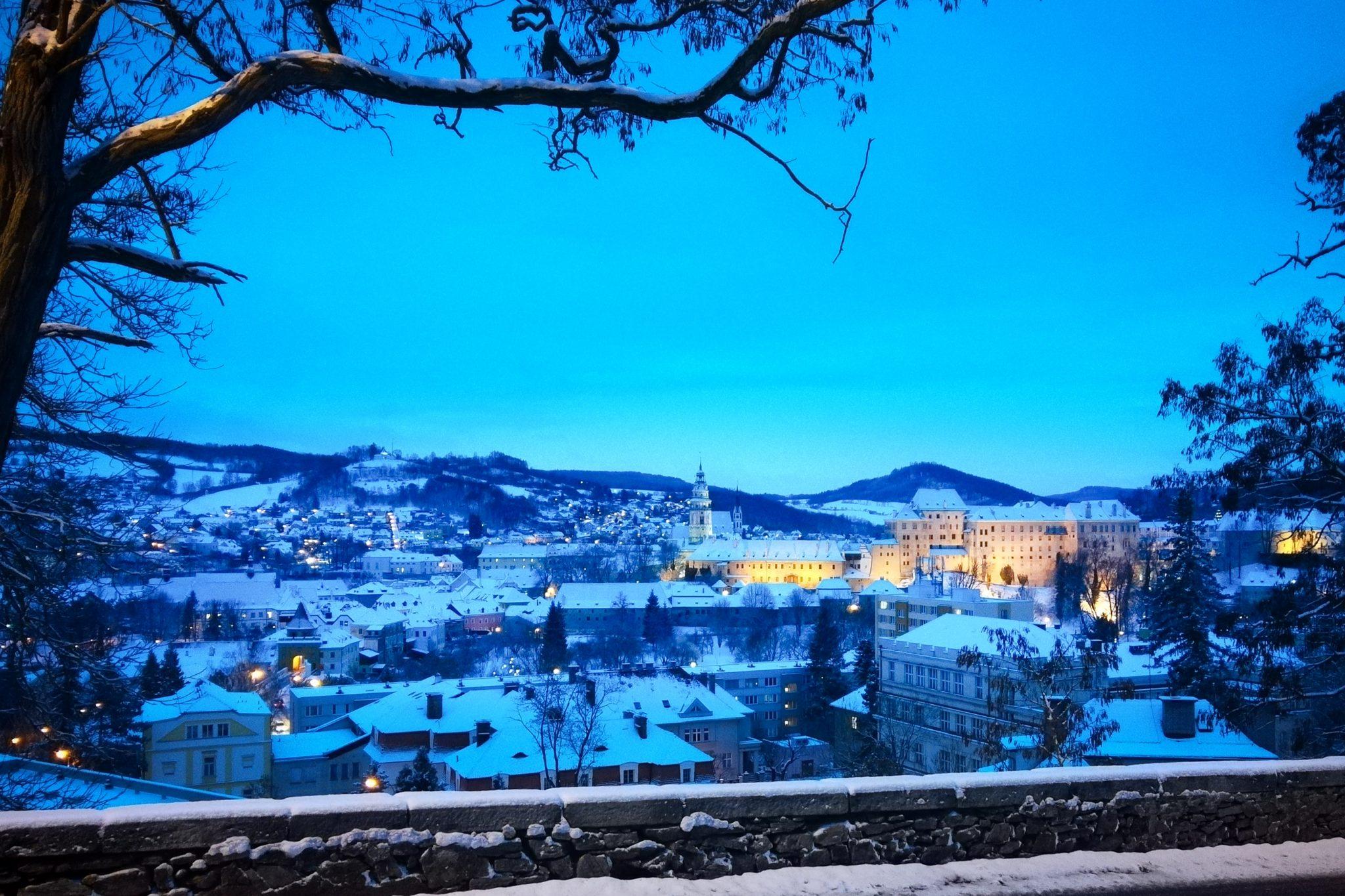 Český Krumlov v zimním večeru